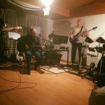Alija und Robert beim musizieren