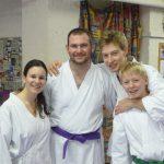 4 zufriedene Karatekas
